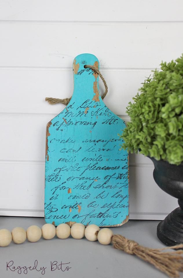 Vintage Farmhouse Script Paddle | www.raggedy-bits.com | #raggedybits #shelfsitter #farmhouse #paddle