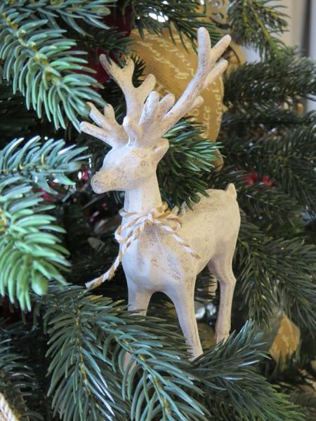 Vintagise Cheap Dollar Store Christmas Ornaments  | www.raggedy-bits.com | #raggedybits #diy #christmas #farmhouse #vintage #repurpose #upcycle #homeonthehill