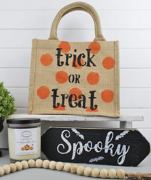 Halloween Trick Or Treat Gift Bag | www.raggedy-bits.com